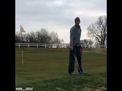 Một cú đánh bóng golf 2018 vào lỗ siêu đỉnh