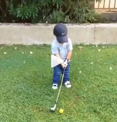 Không bao giờ là quá sớm để cho trẻ bắt đầu chơi golf!
