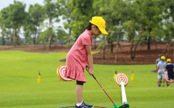 Giới nhà giàu Trung Quốc cho con học chơi golf, tập làm CEO với quan điểm EQ quan trọng hơn IQ