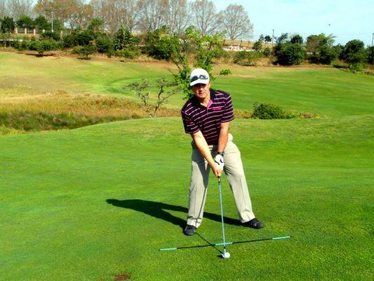 Hướng dẫn kỹ thuật đánh bóng golf tại địa hình dốc hiệu quả