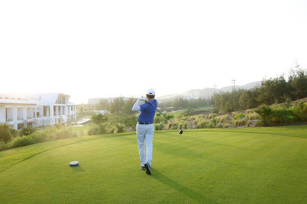 Kinh Nghiệm Mua Dụng Cụ Đánh Golf Cùng BinhGolf.com
