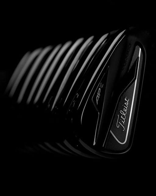 Lý do hãng gậy golf Titleist lại ra phiên bản sắt (iron) 718 AP2 Và AP3 màu đen?