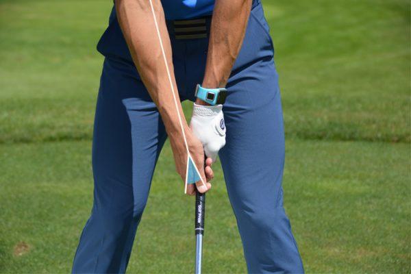 Grip hay còn gọi là tay cầm trong golf làm bằng chất liệu gì?