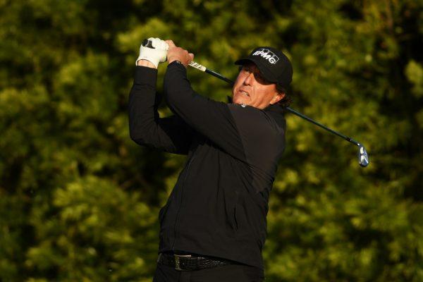 Bộ Gậy Golf Callaway Giúp Phil Mickelson vô địch AT&T Pebble Beach Pro-Am