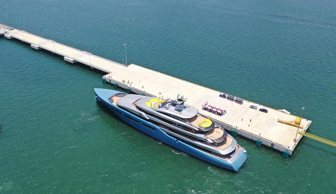 Du thuyền Aviva 150 triệu USD đưa tỷ phú Anh đến vịnh Hạ Long