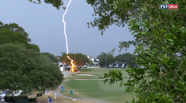 Cách phòng tránh và sơ cứu khi bị sét đánh trên sân golf