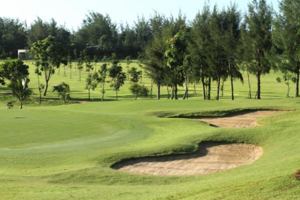Học Đánh Golf Ở Sân Golf Paradise Vũng Tàu