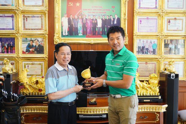 Golfer Lê Văn Kiểm – Người sở hữu nhiều bộ gậy golf Honma 5 sao nhất thế giới