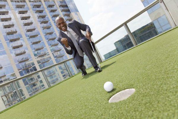 Chi phí chơi (gôn) golf cho người mới bắt đầu ra sao? Lương 20 triệu đến 50 triệu có là đủ để chơi?