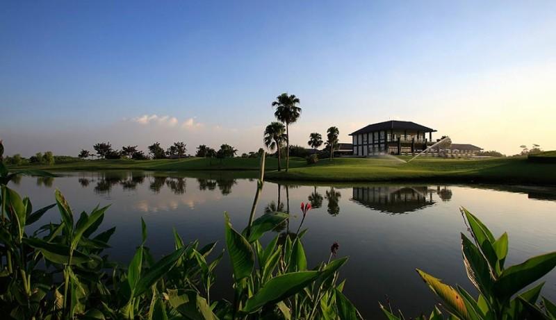 Image result for sân golf văn trì