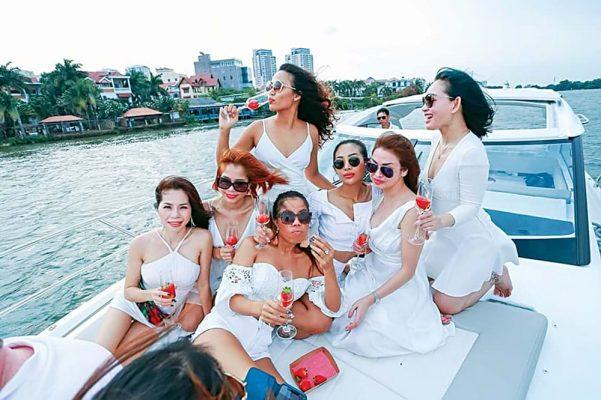 """Nghề """"nuôi"""" du thuyền ở Sài Gòn"""