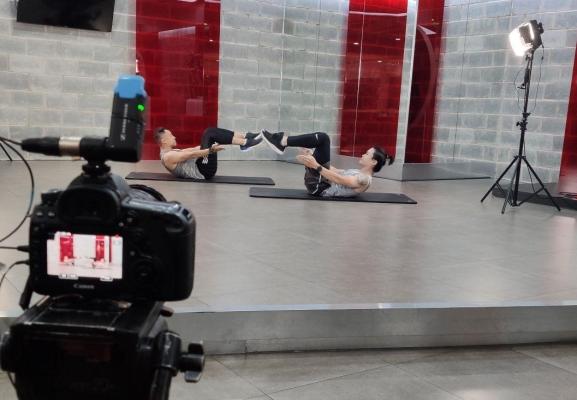 Trung tâm California Fitness & Yoga hướng dẫn tập gym trực tuyến