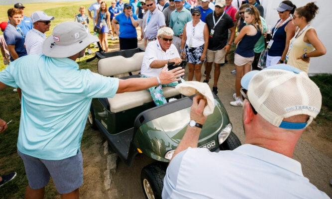 Golfer John Daly bị ung thư