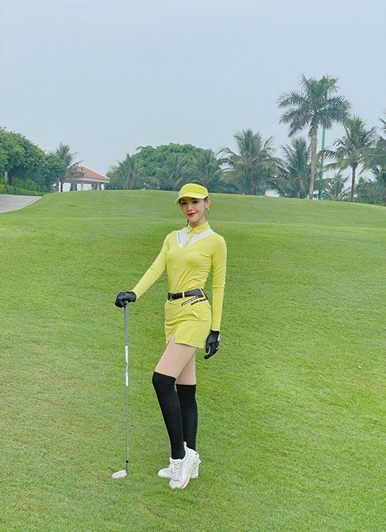 Thời trang sân golf của người đẹp Lê Thanh Tú - TRANG PHỤC GOLF NỮ ĐẸP MỚI NHẤT NĂM 2021 ~ NĂM 2022